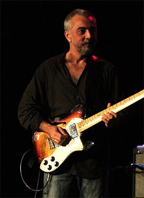 Víctor Jordá. Voz y guitarra de Medicine Man
